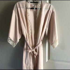 Flora Nikrooz Anthropologie Silk Robe, Blush XS